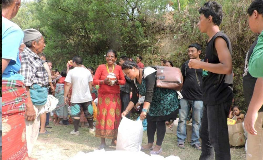 Company in Nepal Distribute Earthquake Relief in Package In Dhading Naubise-3